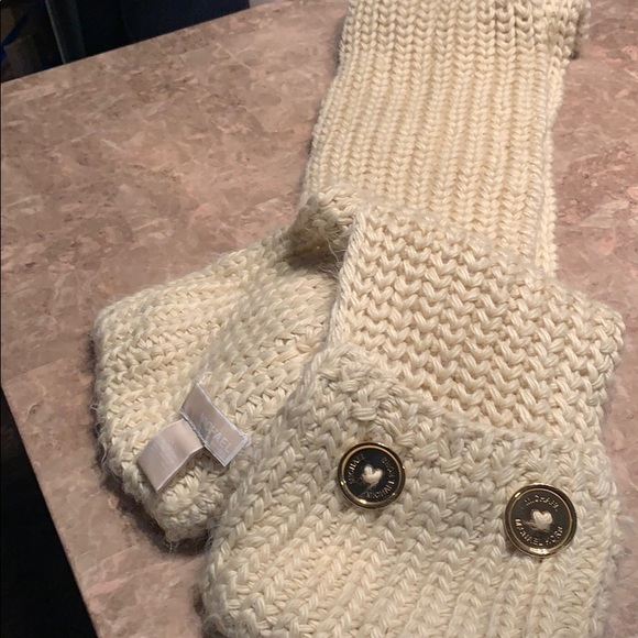 Mkg cream long scarf with hand warmers